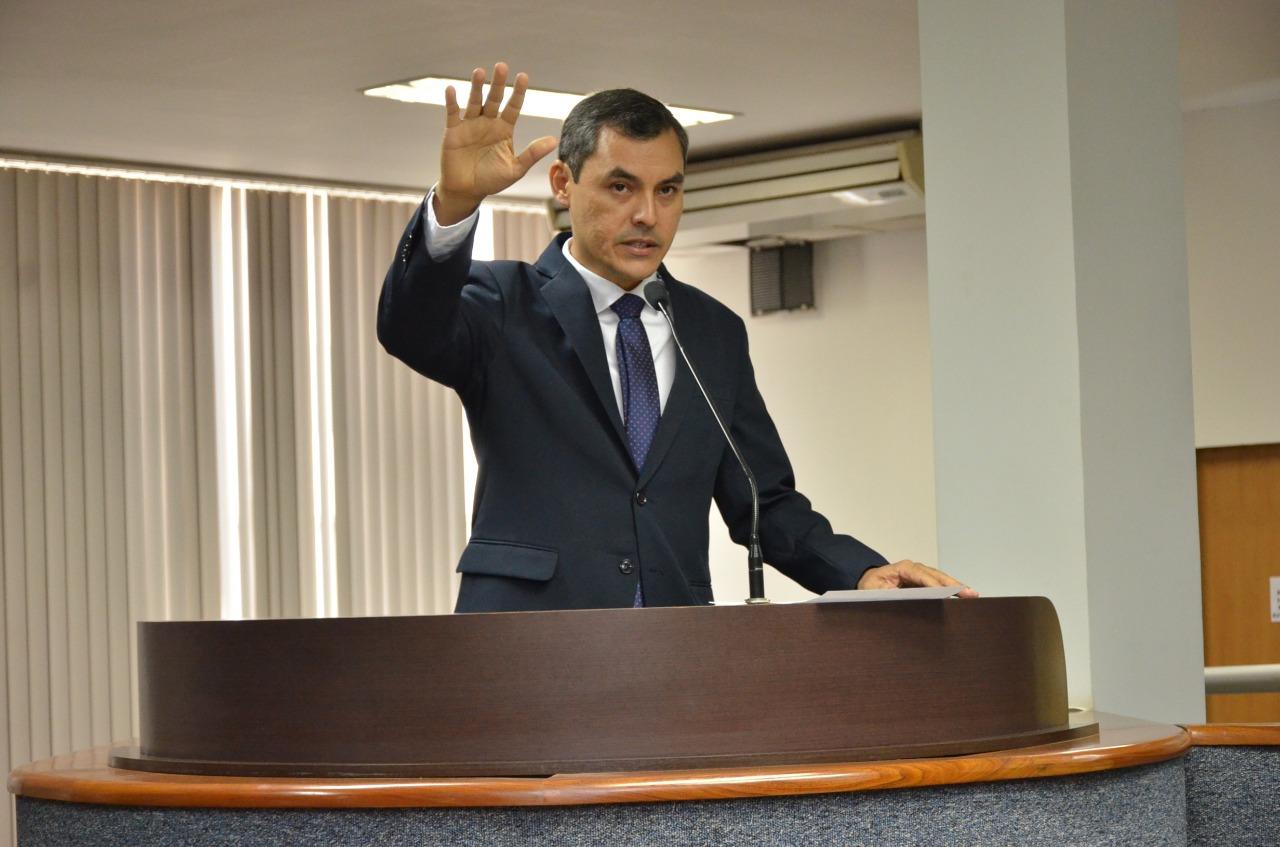 Câmara dá posse ao vereador Erivelton Santos, em cumprimento a decisão do TRE-TO