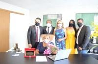 Câmara Municipal de Palmas homenageia primeira presidente da Casa, Maria da Balsa.