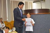 Júnior Geo quebra protocolo e dá voz à criança durante sessão na Câmara