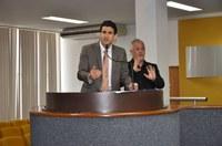 Tiago Andrino apresenta projeto que institui tradução simultânea em Libras na Câmara