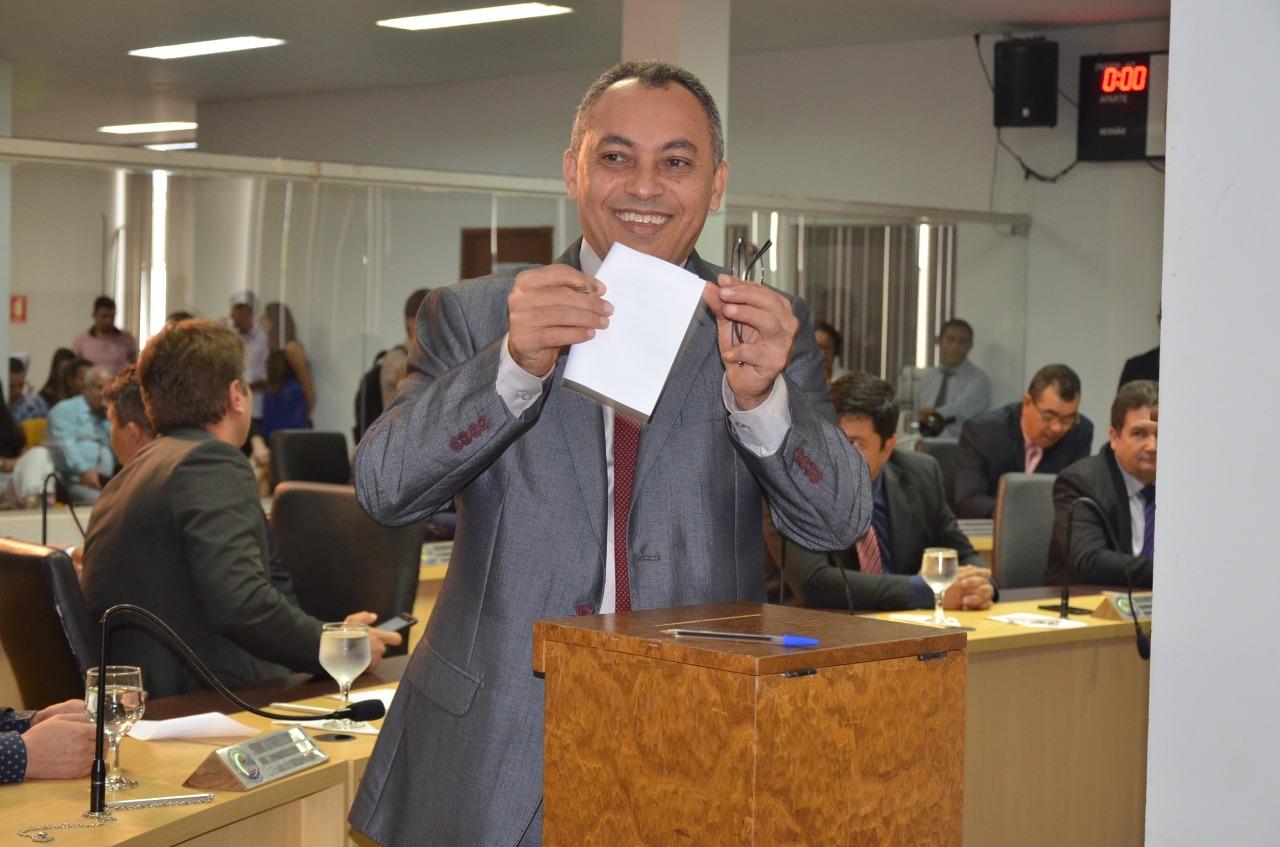 Vereador Marilon Barbosa toma posse como novo presidente da Câmara de Palmas
