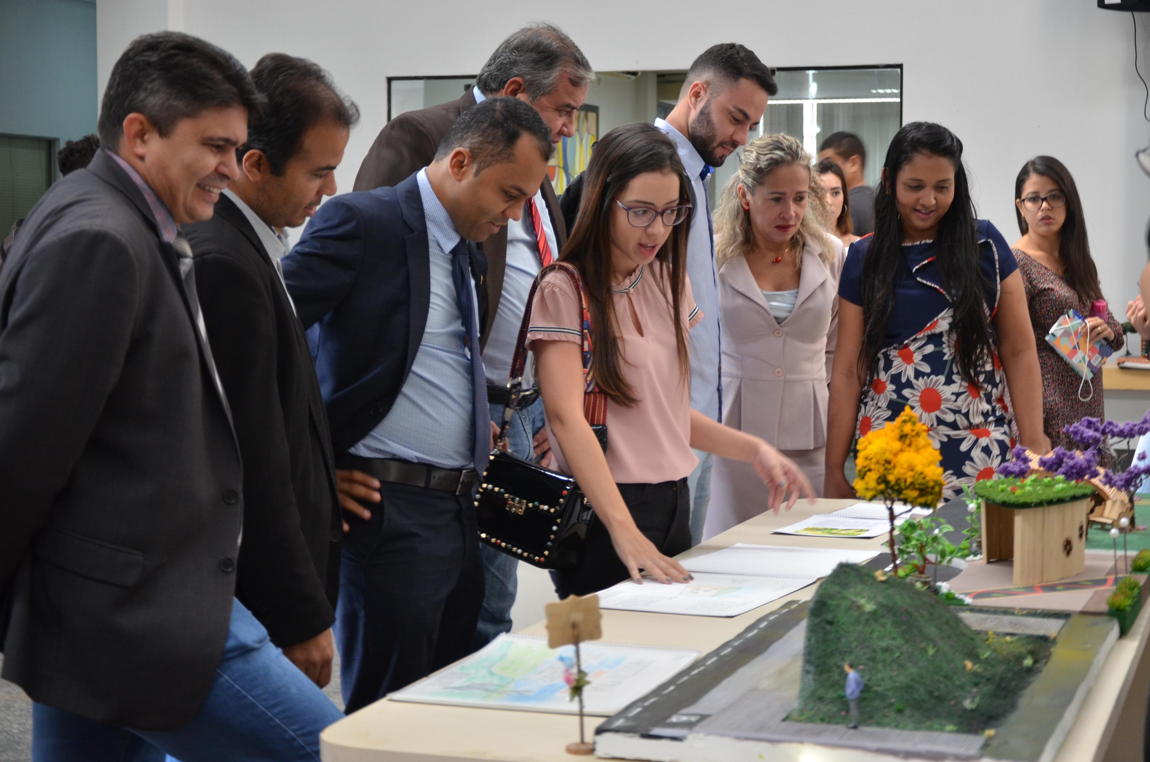 Vereadores prestigiam abertura da II Expo Católica, na Câmara de Palmas